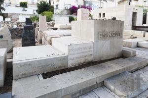 Bialik and his family's graves in Trumpeldor Cemetery. Tem Aviv,
